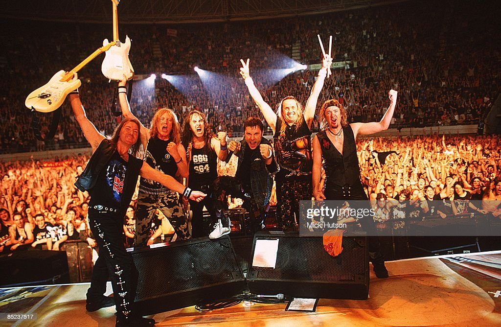 Photo of Janick GERS and IRON MAIDEN and Steve HARRIS and Dave MURRAY and Bruce DICKINSON and Adrian SMITH and Nicko McBRAIN : Fotografía de noticias