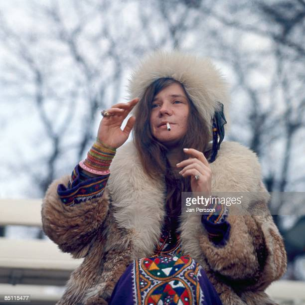 Photo of Janis JOPLIN Janis Joplin posed smoking cigarette