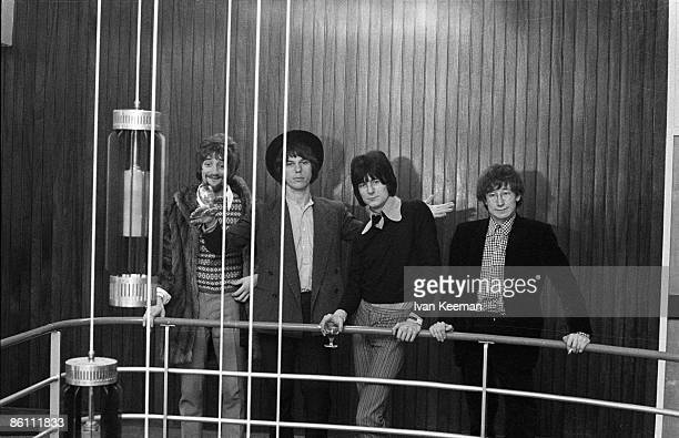 CENTRE Photo of Jeff BECK GROUP and Ron WOOD and Jeff BECK and Mickey WALLER and Rod STEWART Posed group portrait LR Rod Stewart Jeff Beck Ron Wood...