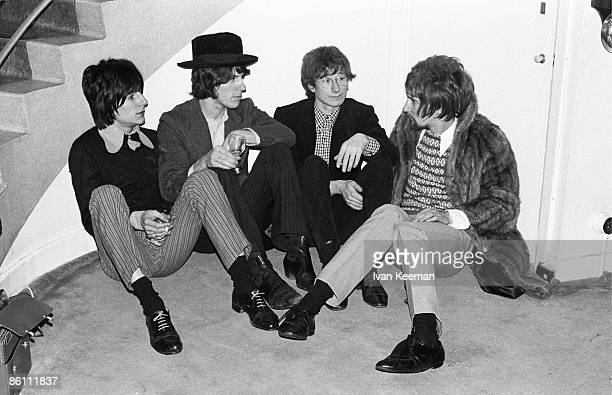 CENTRE Photo of Jeff BECK GROUP and Ron WOOD and Jeff BECK and Mickey WALLER and Rod STEWART Posed group portrait sitting on ground LR Ron Wood Jeff...