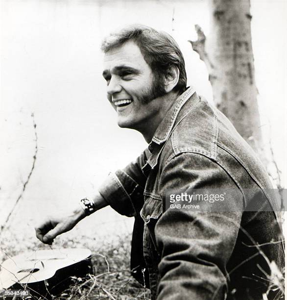 Photo of Jerry REED; posed