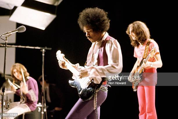 CENTRE Photo of Jimi HENDRIX and JIMI HENDRIX EXPERIENCE and Mitch MITCHELL and Noel REDDING LR Mitch Mitchell Jimi Hendrix Noel Redding performing...