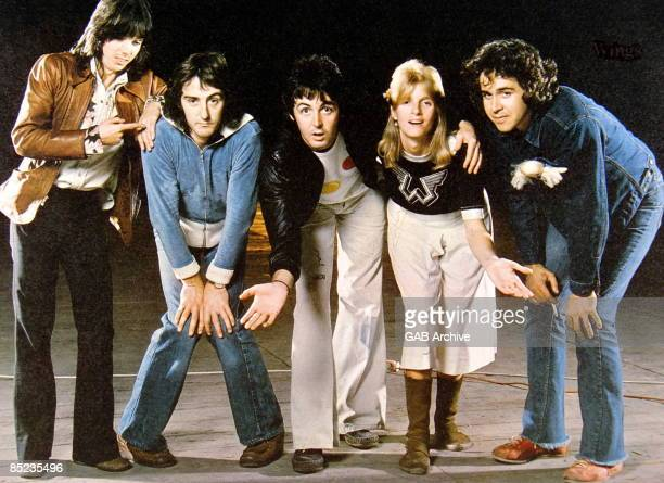Photo of Jimmy McCULLOCH and Linda McCARTNEY and Paul McCARTNEY and WINGS Posed group shot studio L R Jimmy McCulloch Denny Laine Paul McCartney...