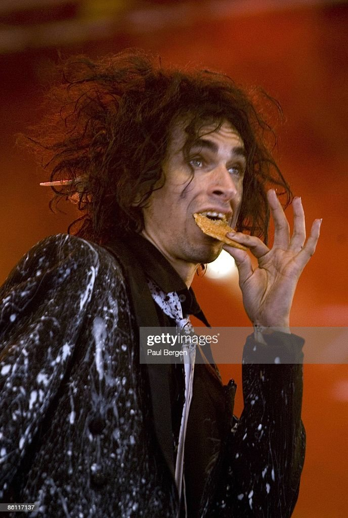 FESTIVAL Photo of Jimmy URINE and MINDLESS SELF INDULGENCE, Jimmy Urine performing on stage, eating, food