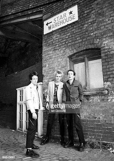 Photo of Joe STRUMMER and Topper HEADON and Paul SIMONON and CLASH LR Topper Headon Paul Simonon Joe Strummer posed group shot