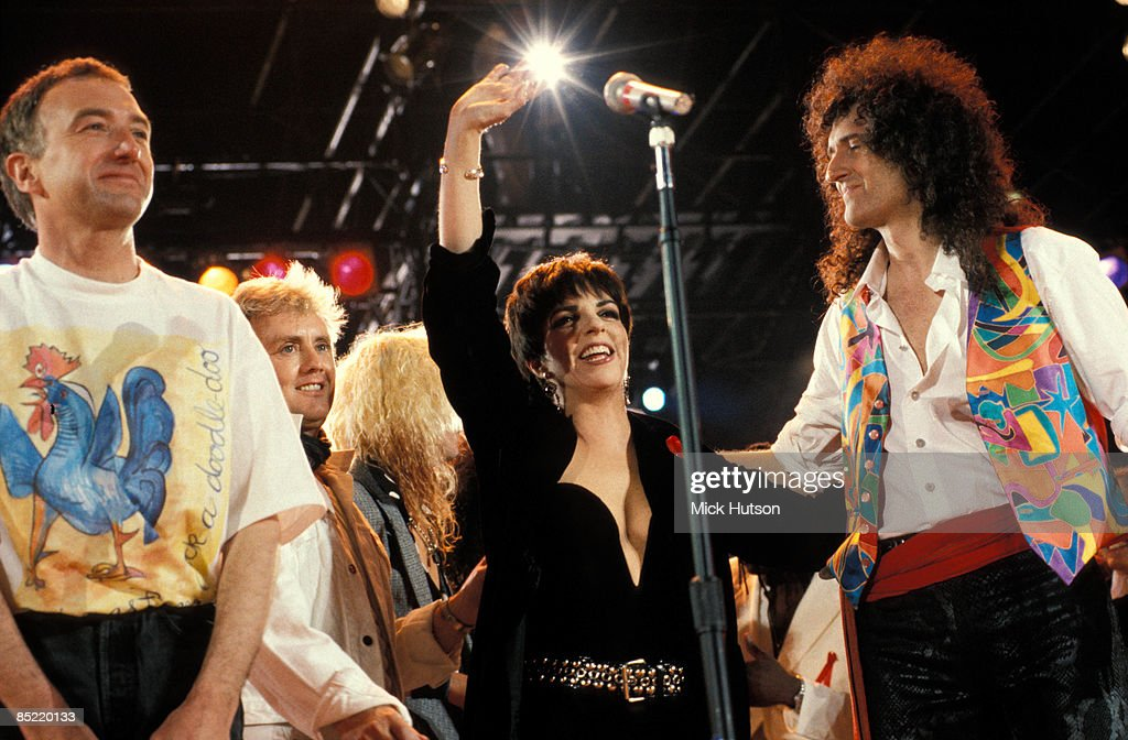 Photo of John DEACON and Brian MAY and Liza MINELLI and QUEEN : News Photo