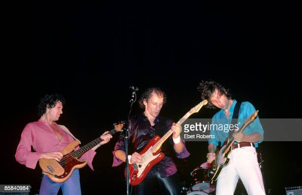 UNITED STATES SEPTEMBER 01 Photo of John ILLSLEY and DIRE STRAITS and Mark KNOPFLER and David KNOPFLER LR John Illsley Mark Knopfler David Knopfler...