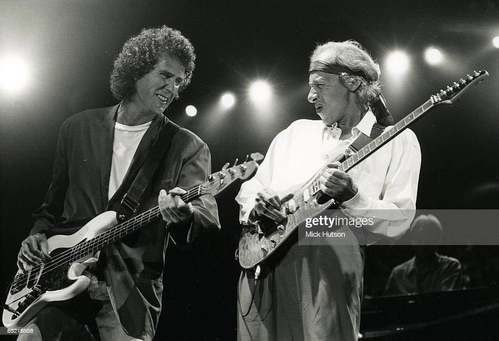Photo of John ILLSLEY and DIRE STRAITS and Mark KNOPFLER : News Photo