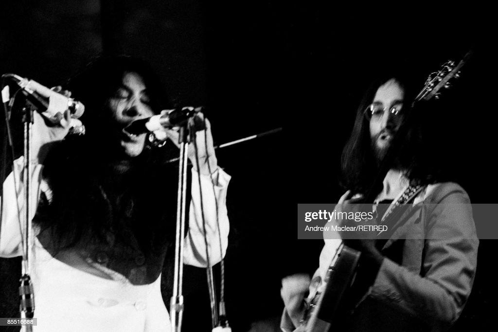 Photo of John LENNON and Yoko ONO : News Photo