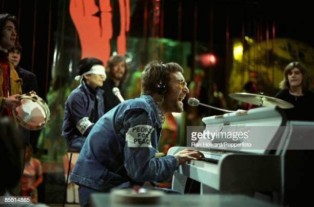 POPS Photo of John LENNON Performing Instant Karma Yoko Ono behind weraing blindfold