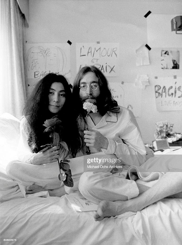 Photo of John Lennon : News Photo