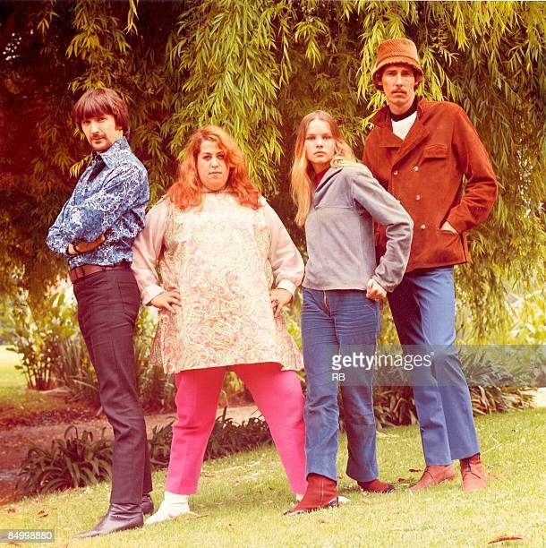 Photo of John PHILLIPS and MAMAS PAPAS and Denny DOHERTY and Mama CASS and Michelle PHILLIPS Posed group portrait Denny Doherty Mama Cass Elliott...