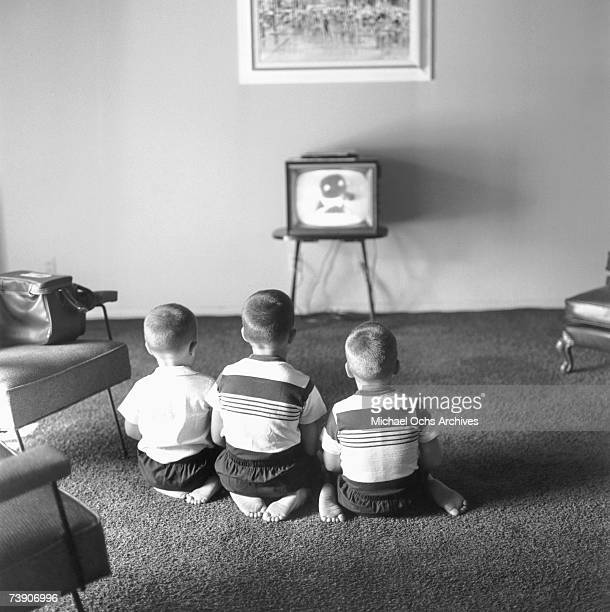 Photo of Johnny Carson July 5 Los Angeles California Johnny Carson Johnnys three sons watching TV at home LR Cory Christopher Richard