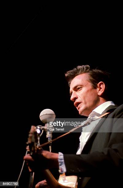 Photo of Johnny CASH Johnny Cash performing on stage