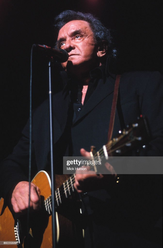 HALL Photo of Johnny CASH, Johnny Cash performing on stage