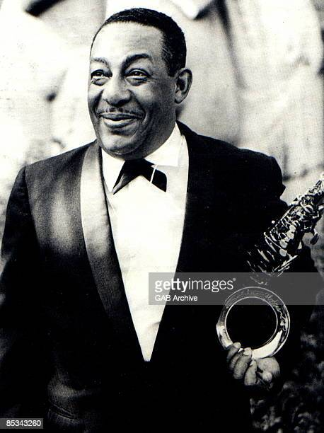 Photo of Johnny HODGES posed