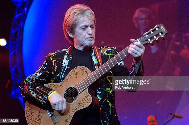 AHOY Photo of Jon ANDERSON Performing on the 'Yes' classics tour