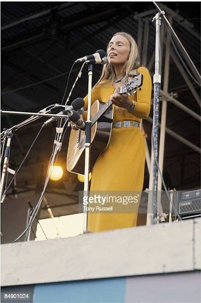 FESTIVAL Photo of Joni MITCHELL Joni Mitchell performing on stage