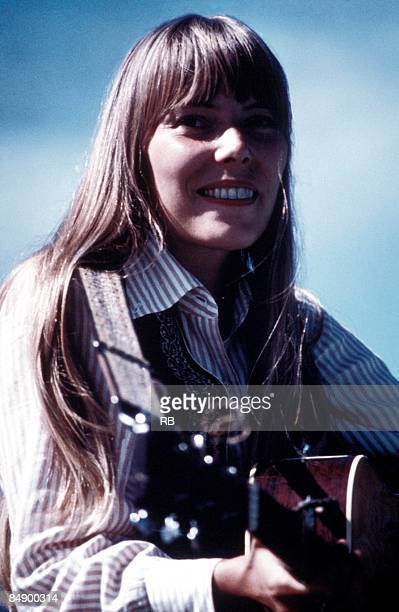 Photo of Joni MITCHELL; Portrait of Joni Mitchell,
