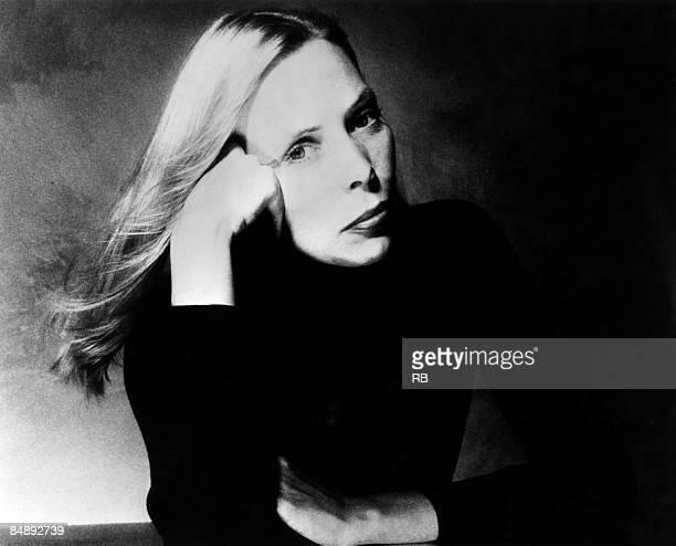 Photo of Joni MITCHELL; Posed portrait of Joni Mitchell