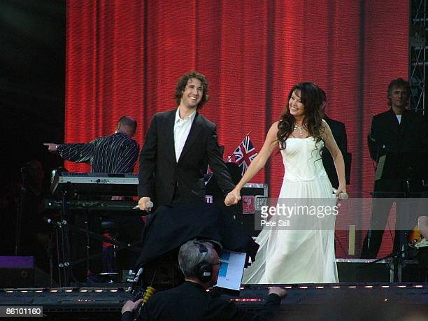 STADIUM Photo of Josh GROBAN and Sarah BRIGHTMAN Josh Groban and Sarah Brightman performing on stage at the Concert for Diana