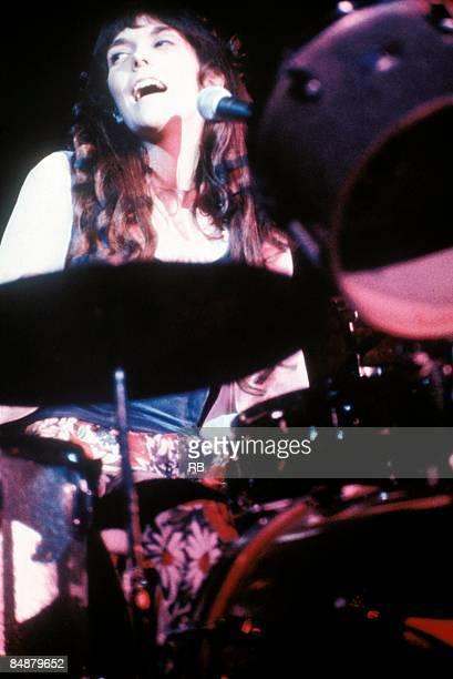 Photo of Karen CARPENTER and CARPENTERS Karen Carpenter performing on stage