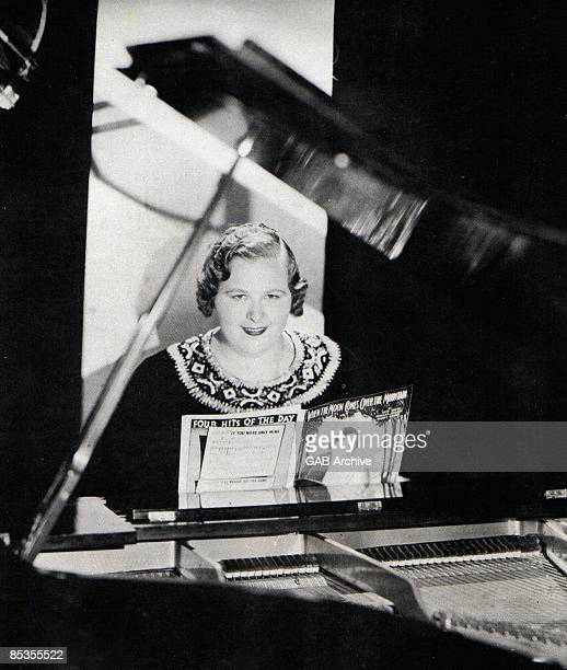 USA Photo of Kate SMITH Portrait of Kate Smith at the piano