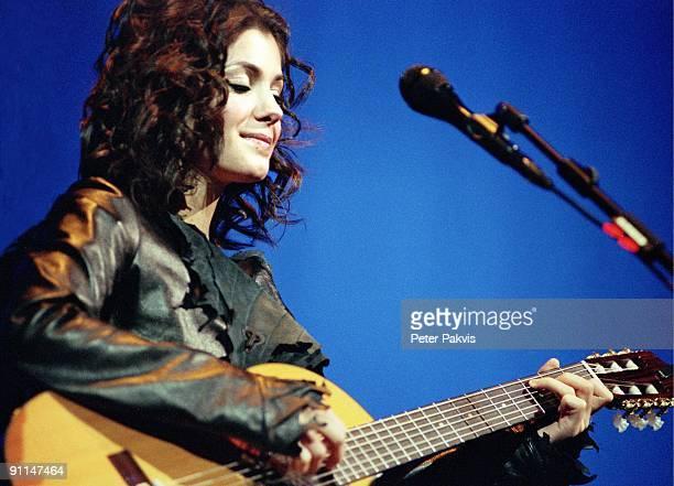 Photo of Katie MELUA, Katie Melua, Heineken Music Hal, A'dam, Ned, , Pop, folk, mainstream, Katie speelt tegen een blauw, verlichte achtergrond...