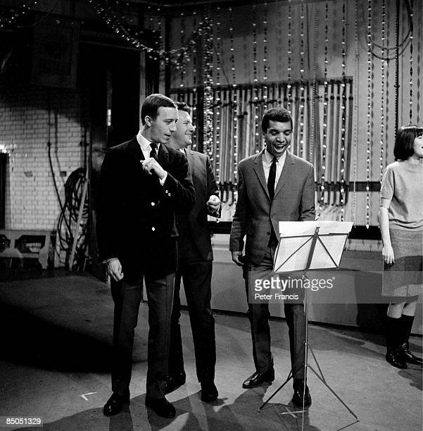 Photo of Keith FORDYCE and Kenny LYNCH and Mike SARNE and Cathy McGOWAN, w/ Mike Sarne, Keith Fordyce, Cathy McGowan on set at Television House,...