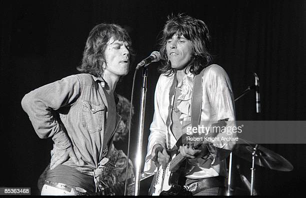 Photo of Keith RICHARDS and Mick JAGGER and ROLLING STONES Mick Jagger and Keith Richards performing live onstage