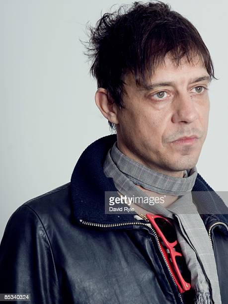 Photo of KILLS and Jamie HINCE Posed studio portrait of Jamie Hince