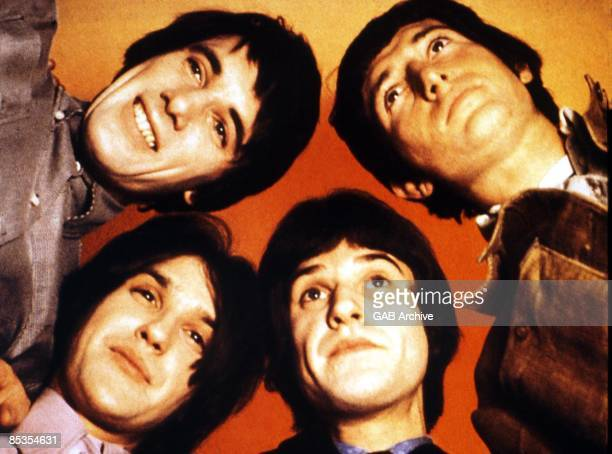 Photo of KINKS and Ray DAVIES and Dave DAVIES and Pete QUAIFE and Mick AVORY LR Mick Avory Pete Quaife Ray Davies Dave Davies posed group shot