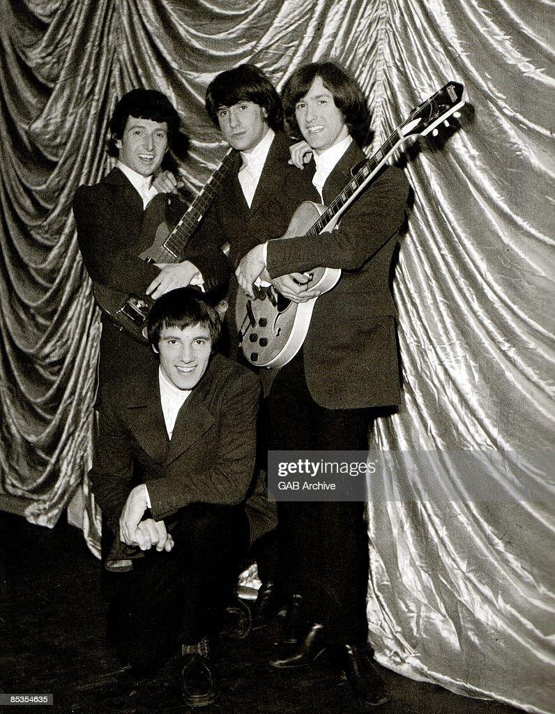 Photo of KINKS and Ray DAVIES and Dave DAVIES and Pete QUAIFE and Mick AVORY : News Photo