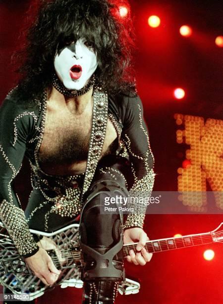 UTRECHT Photo of KISS Kiss Nederland Jaarbeurshal Utrecht 13 maart 1999 Pop rock gitarist Paul Stanley getooid in een zwart pak met glittertjes en...