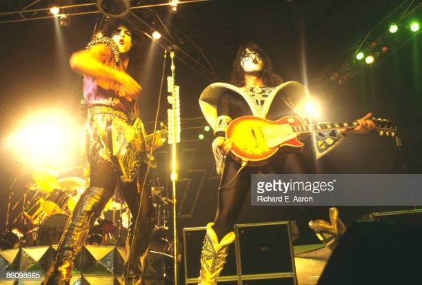 GARDEN Photo of KISS Paul Stanley and Ace Frehley performing live onstage