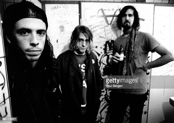 Photo of Krist NOVOSELIC and Kurt COBAIN and Dave GROHL and NIRVANA LR Dave Grohl Kurt Cobain Krist Novoselic posed group shot