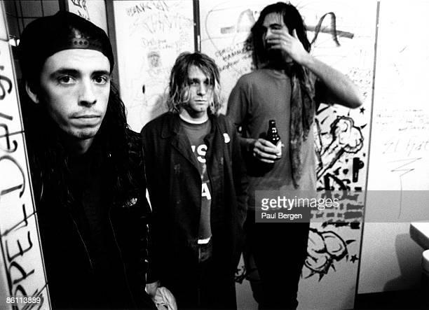 Photo of Krist NOVOSELIC and Kurt COBAIN and Dave GROHL and NIRVANA LR Dave Grohl Kurt Cobain Krist Novoselic posed group shot