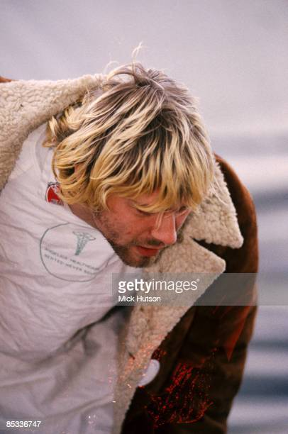 FESTIVAL Photo of Kurt COBAIN and NIRVANA Kurt Cobain backstage