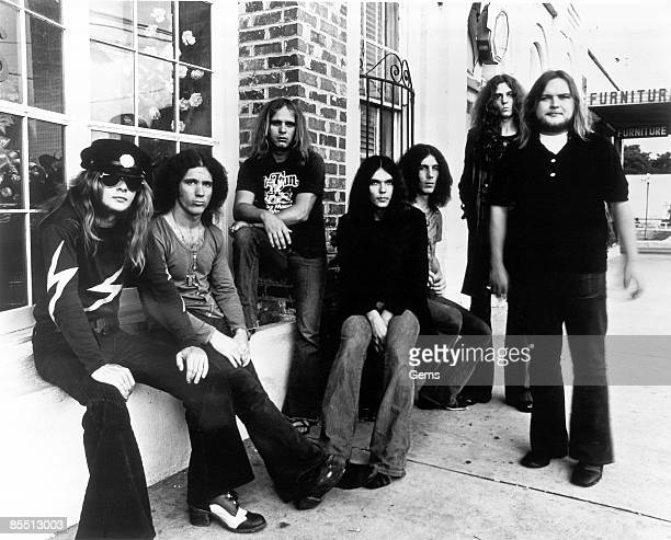 Photo of Leon WILKESON and Ed KING and Gary ROSSINGTON and Billy POWELL and LYNYRD SKYNYRD and Ronnie VAN ZANT and Allen COLLINS LR Leon Wilkeson...