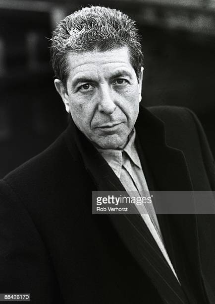 Photo of Leonard COHEN posed