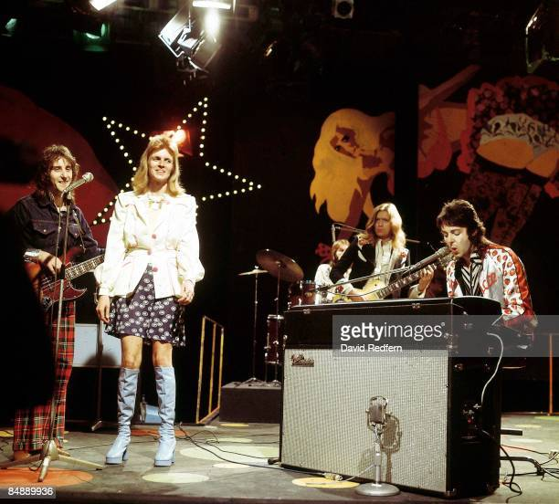 Photo of Linda McCARTNEY and WINGS and Paul McCARTNEY LR Denny Laine Linda McCartney Henry McCullogh Paul McCartney performing