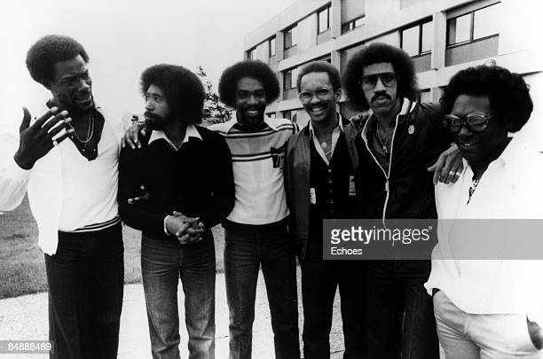 Photo of Lionel RICHIE and COMMODORES Lionel Richie second right posed group portrait