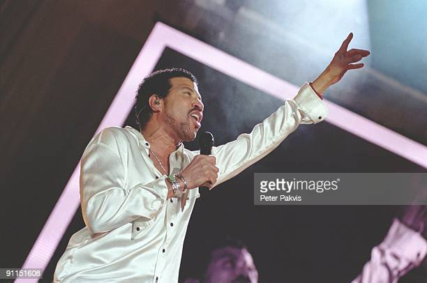 AHOY Photo of Lionel RICHIE Lional Richie Ahoy Rotterdam Nederland 14 maart 2007 Pop funk soul mainstream Lional gestoken in een parel wit overhemd...