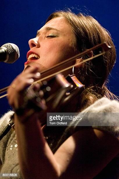 Photo of Lisa KNAPP Lisa Knapp performing on stage