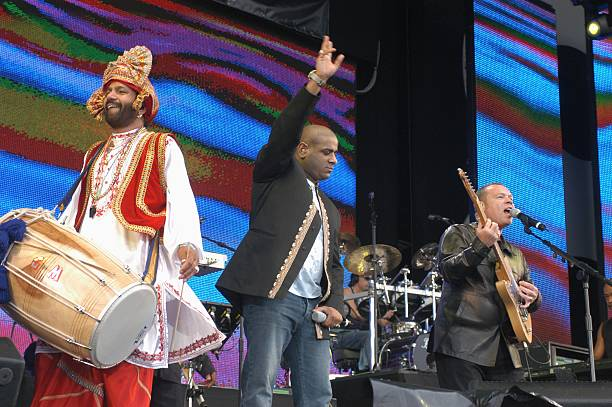 PARK Photo of LIVE 8 and UB40 Ali Campbell with bhangra musicians performing at Live 8