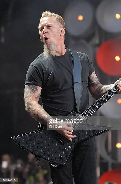 Photo of LIVE EARTH CONCERT and James HETFIELD and METALLICA James Hetfield performing live onstage at Live Earth concert