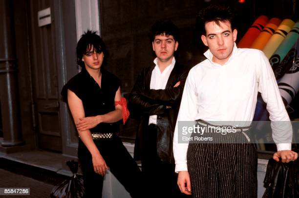 Photo of Lol TOLHURST and Simon GALLUP and Robert SMITH and The CURE LR Simon Gallup Lol Tolhurst Robert Smith posed group shot