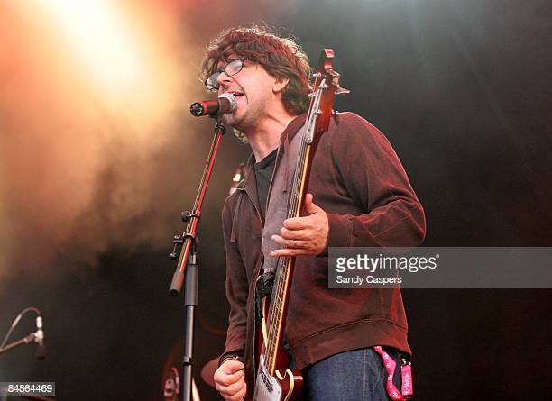 Photo of Lou BARLOW and DINOSAUR JR, Lou Barlow performing live onstage