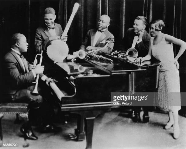 Photo of Louis ARMSTRONG and Johnny ST CYR and Johnny DODDS and Kid ORY and Lil Hardin ARMSTRONG Posed group of Louis Armstrong with his Hot Five LR...
