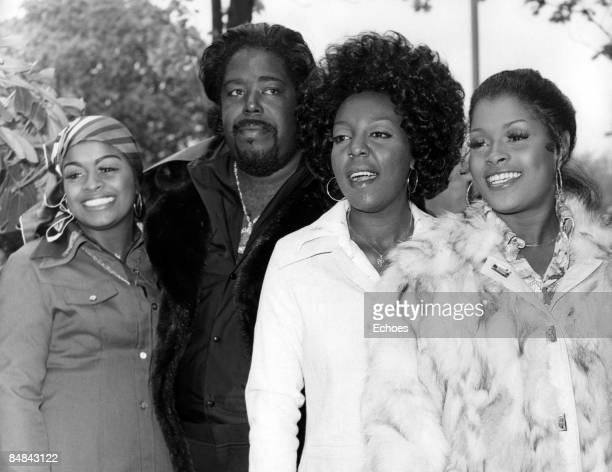 Photo of LOVE UNLIMITED and Barry WHITE With wife Glodean James Diane Taylor and Linda James of Love Unlimited